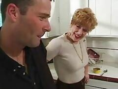Younger man fuck mature woman in the kitchen !